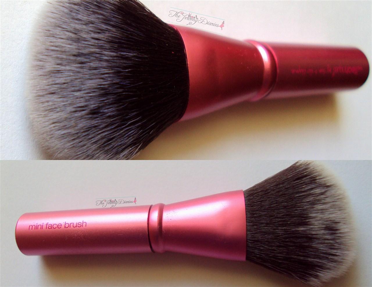 Real Techniques Mini Face Brush