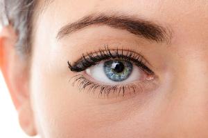 black-eyeliner-on-almond-eyes