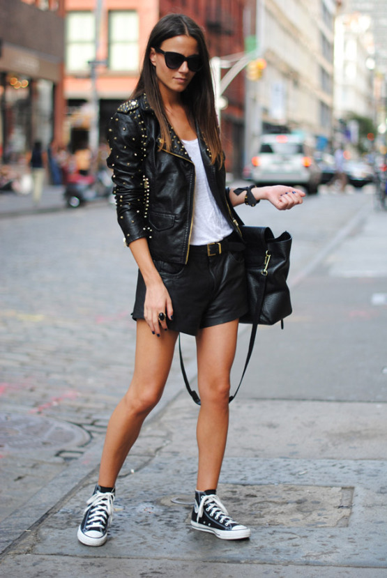 sneakers-street-style-mango-belt-black-leather-converse-shoes-sneakers-soho-new-york