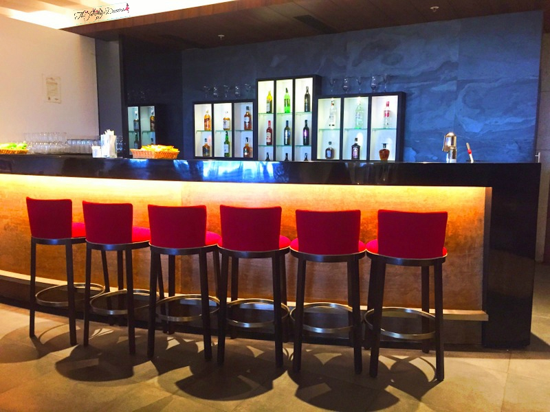 bar at above ground level lounge international terminal