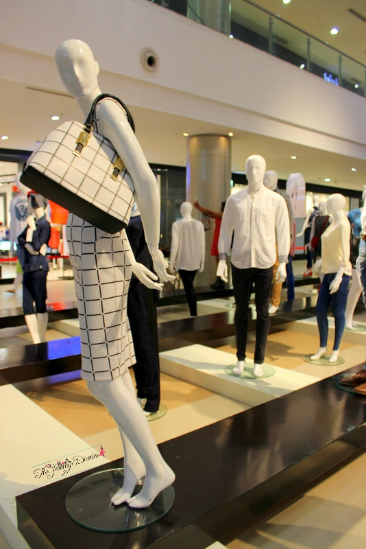 monochrome dress by marks and spencer and aldo bag 101 mannequins at phoenix market city bangalore