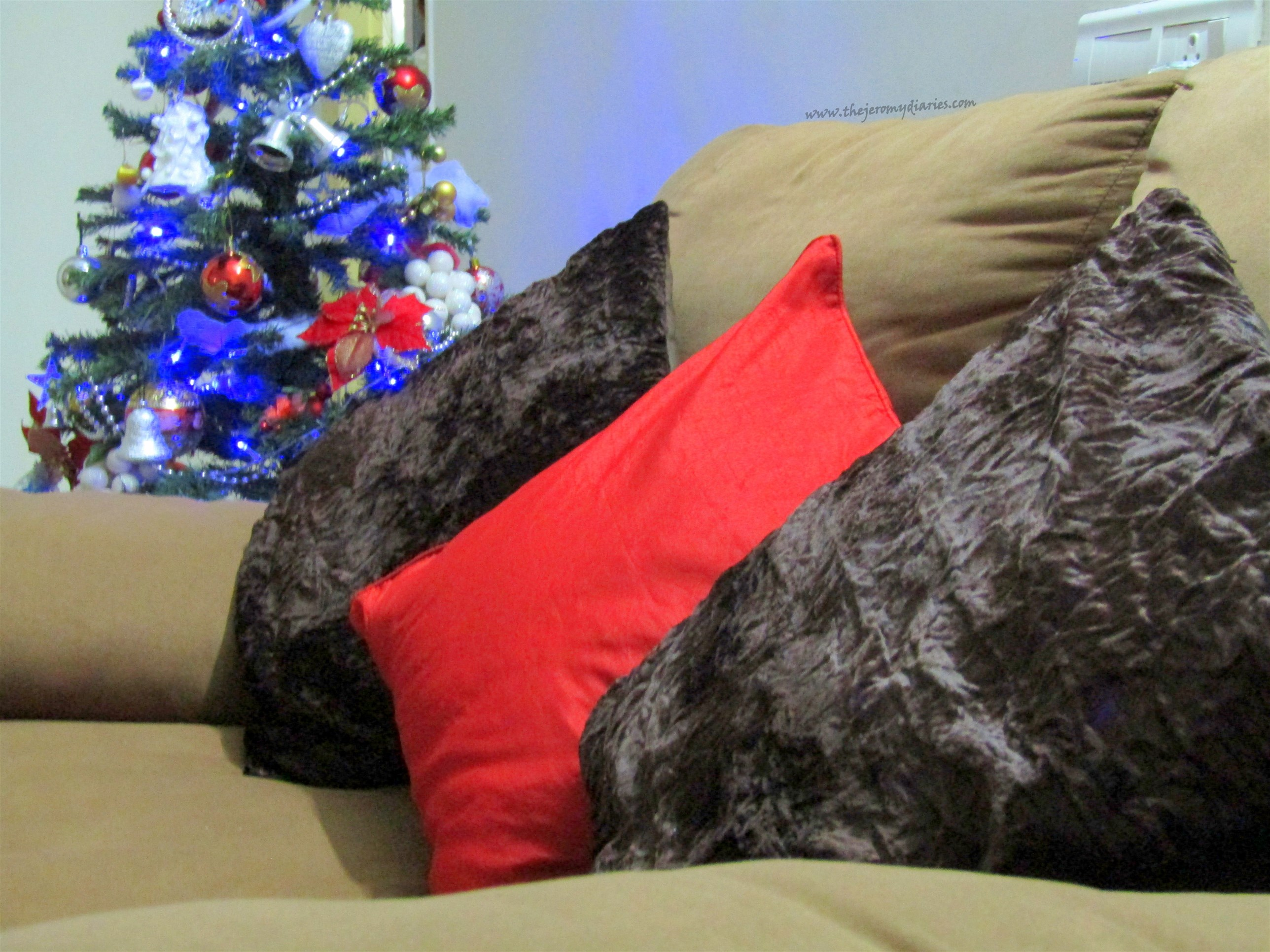 red cushion covers cotton house this the jeromy diaries jabong collab (2576 x 1932)