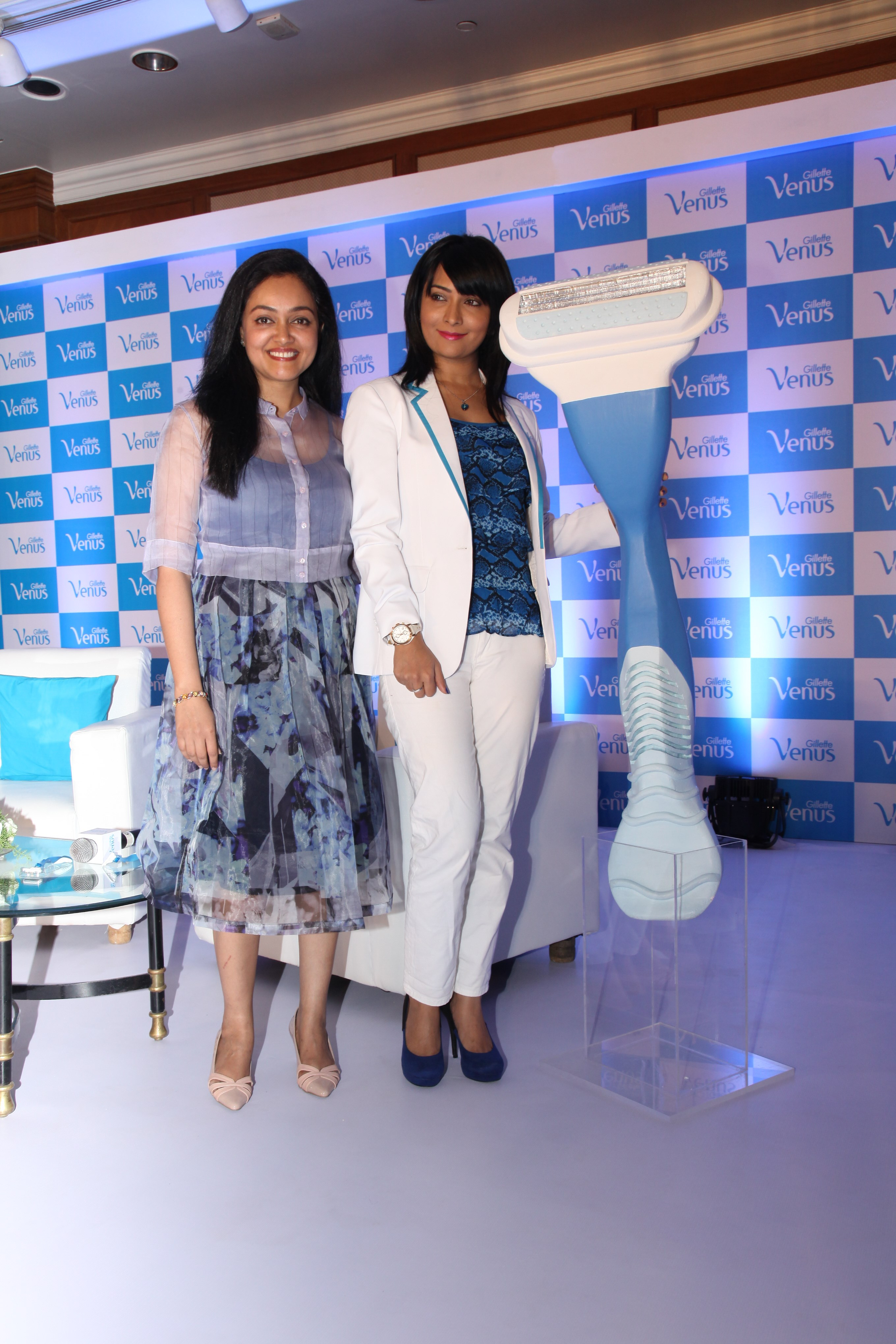 doctor rashmi shetty and actress radhika pandit at gillette venus subscribe to smooth event