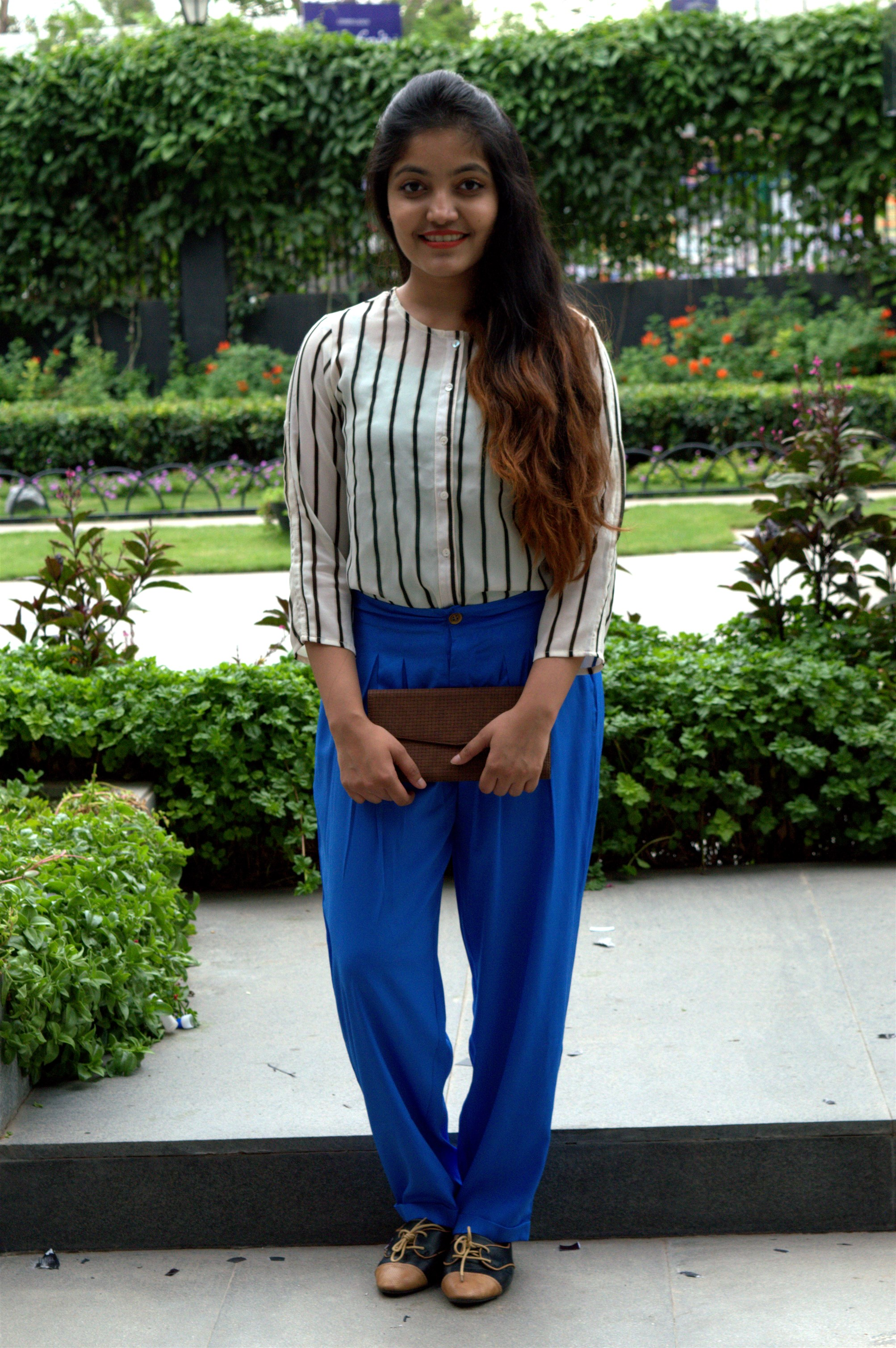 pleated blue palazzos with monchrome top styled by the jeromy diaries for american swan