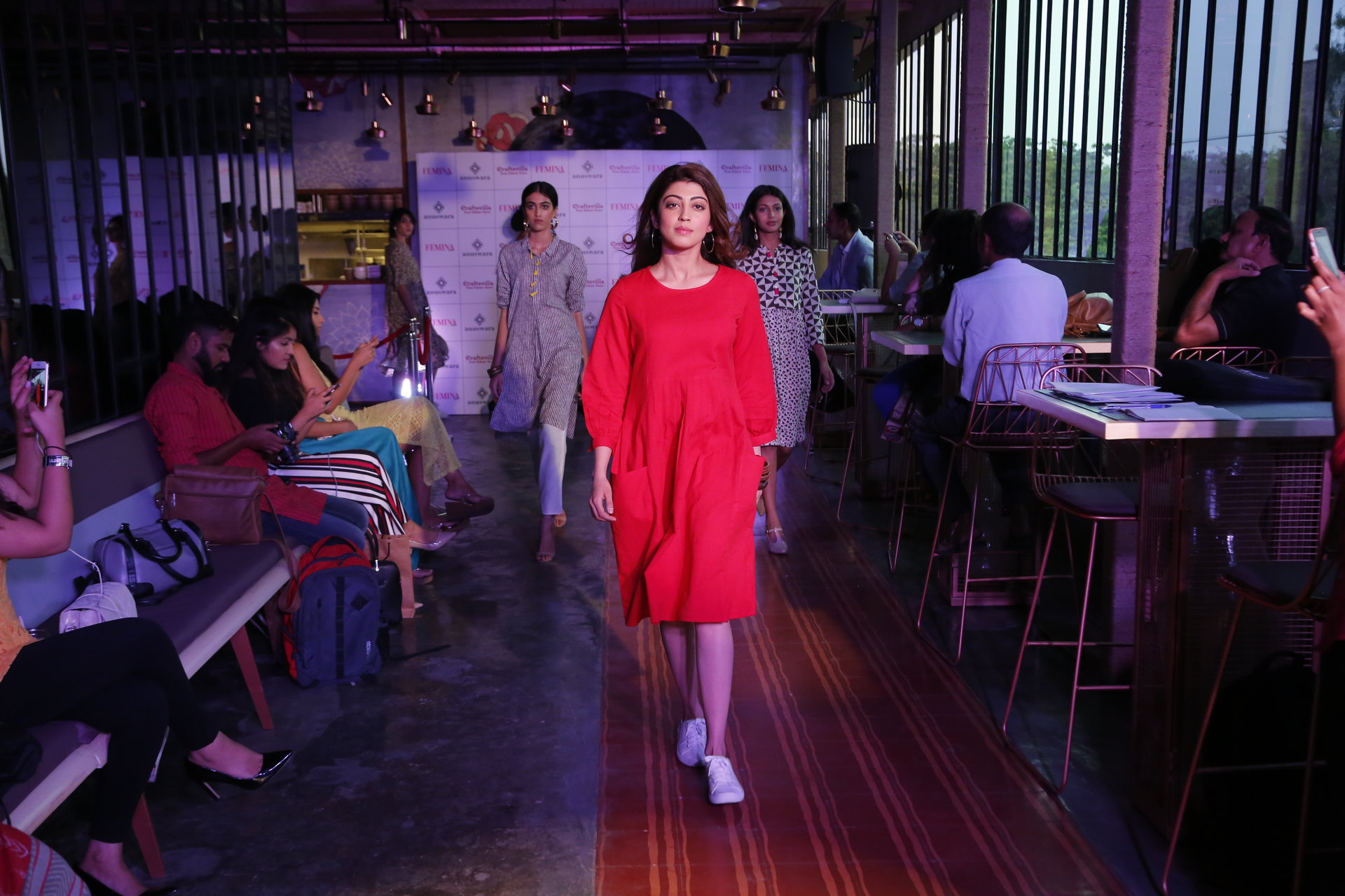 rsz_craftsvillas_anuwara_launch_-_gorgeous_pranitha_subash_walks_the_ramp_as_show_stopper_for_craftsvillas_brand_launch_anuswara__pic_no_2