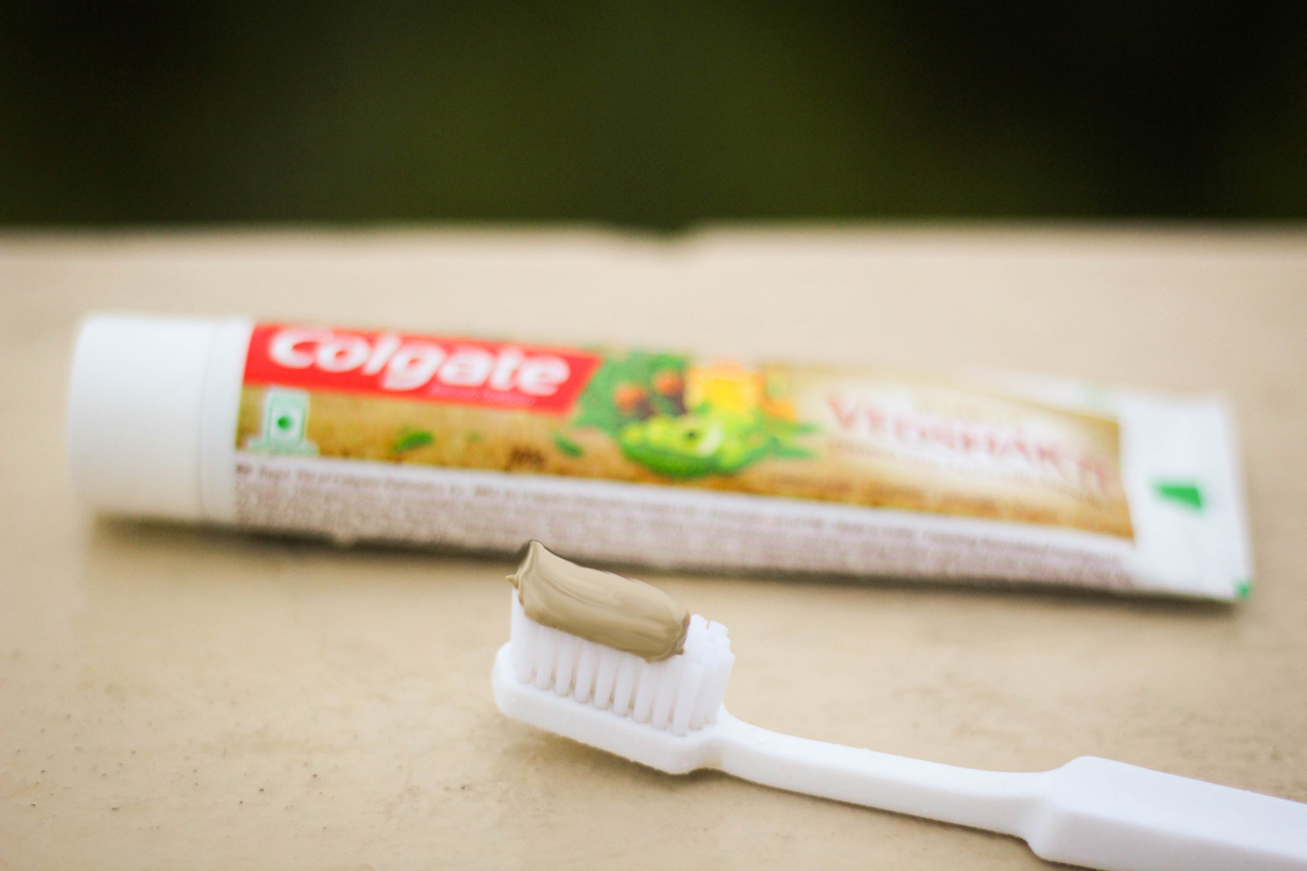 colgate toothpaste vedshakti review